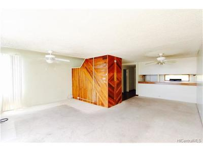 Aiea Condo/Townhouse In Escrow Showing: 98-400 Koauka Loop #409