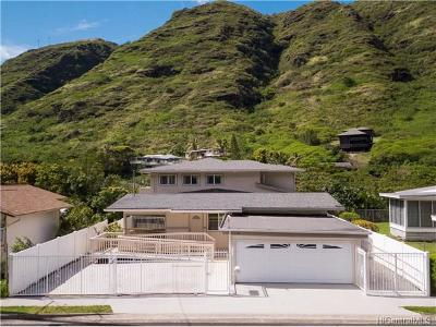 Honolulu County Single Family Home In Escrow Showing: 1164 Hind Iuka Drive