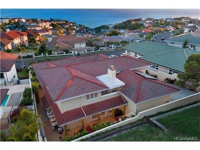 Honolulu Single Family Home For Sale: 2206 Laukahi Street