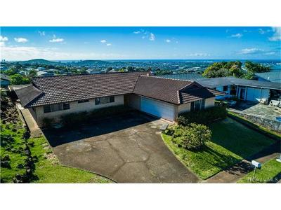 Aiea Single Family Home In Escrow Showing: 98-1177 Kaamilo Street