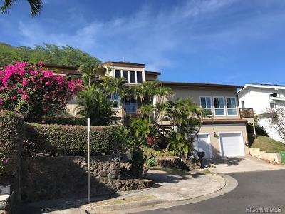 Single Family Home In Escrow Showing: 7428 Mokuhano Place