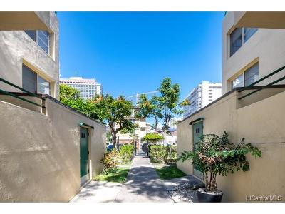 Condo/Townhouse In Escrow Showing: 1868 Kahakai Drive #114