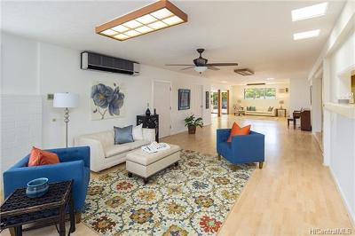 Single Family Home In Escrow Showing: 1215 Analii Place