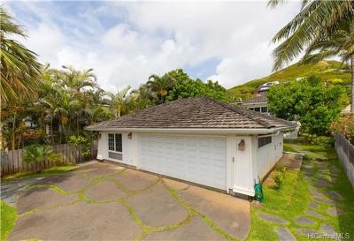 Single Family Home In Escrow Showing: 214 Kaelepulu Drive