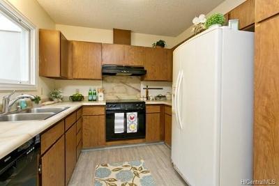 Honolulu Single Family Home In Escrow Showing: 961 Honokahua Place