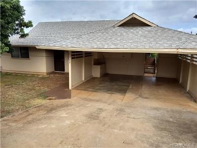 Single Family Home In Escrow Showing