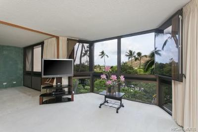 Honolulu County Condo/Townhouse In Escrow Showing: 531 Hahaione Street #2/4E