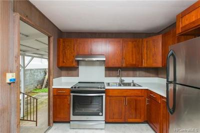 Honolulu Single Family Home In Escrow Showing: 1508 Sing Loy Lane #B