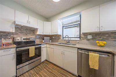 Honolulu HI Condo/Townhouse For Sale: $630,000