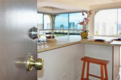 Honolulu HI Condo/Townhouse For Sale: $599,000