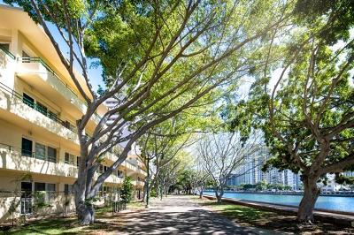Honolulu Condo/Townhouse In Escrow Showing: 1880 Kahakai Drive #105