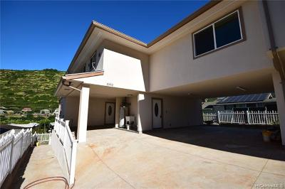 Single Family Home In Escrow Showing: 2052a 10th Avenue