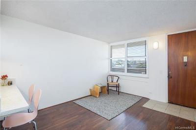 Condo/Townhouse In Escrow Showing: 3324 Sierra Drive #404