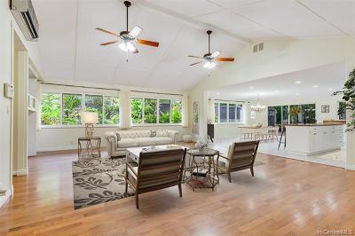 Kailua Single Family Home In Escrow Showing: 1274 Ulupii Street