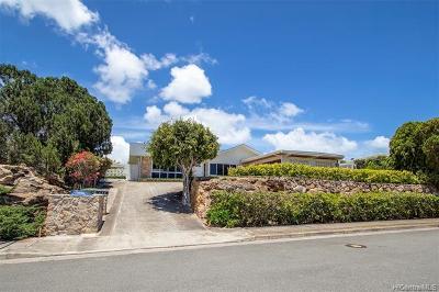 Honolulu Single Family Home For Sale: 677 Hakaka Street
