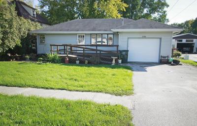 Gilbert Single Family Home For Sale: 304 Mathews Drive