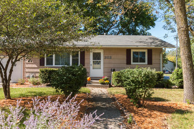 Ames Single Family Home For Sale: 303 Hilltop Road
