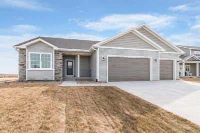 Gilbert Single Family Home For Sale: 300 Hawthorne Circle