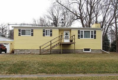 Boone County Single Family Home For Sale: 204 2nd St.