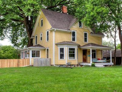 Ames Single Family Home For Sale: 107 S Riverside Drive