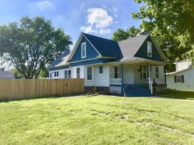 Boone Single Family Home For Sale: 409 Benton Street
