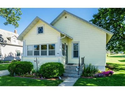 Belle Plaine IA Single Family Home For Sale: $62,400