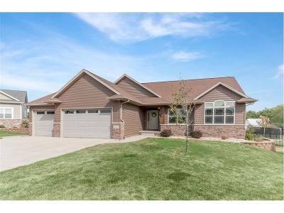 Cedar Rapids Single Family Home For Sale: 2902 Hillsboro Court SW