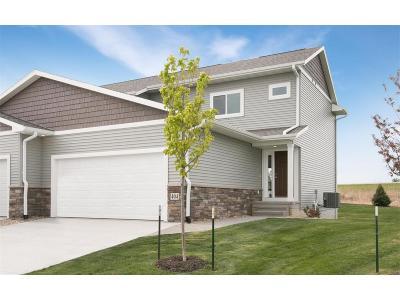 Fairfax Condo/Townhouse For Sale: 404 Ridge View Court