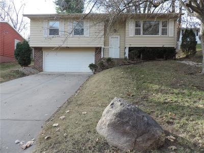 Cedar Rapids Single Family Home For Sale: 2737 Westwood Drive NW