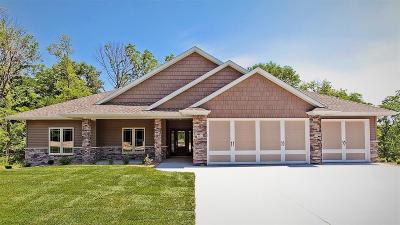 Cedar Rapids Single Family Home For Sale: 5414 River Parkway NE