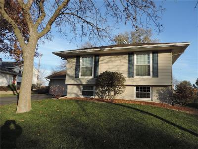 Cedar Rapids Single Family Home For Sale: 1505 Parkwood Lane NE