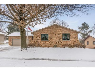 Cedar Rapids Single Family Home For Sale: 2112 Sandalwood Drive NE