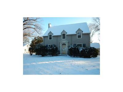 Cedar Rapids Single Family Home For Sale: 2159 Linden Drive SE