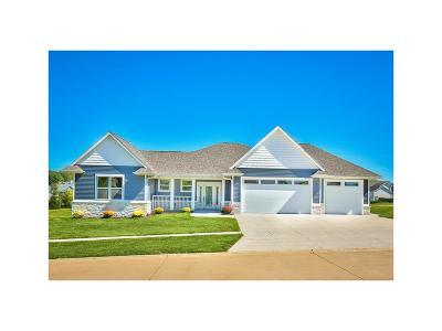 Cedar Rapids IA Single Family Home For Sale: $424,900