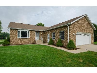 Anamosa Single Family Home For Sale: 100 Wilson Court
