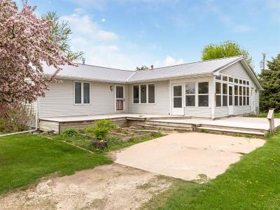 Rowley IA Single Family Home For Sale: $260,000