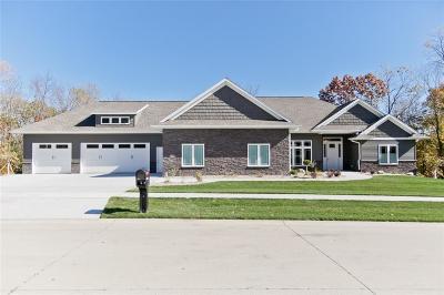Cedar Rapids Single Family Home For Sale: 5408 River Parkway NE