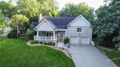 Cedar Rapids Single Family Home For Sale: 337 23rd St Drive SE
