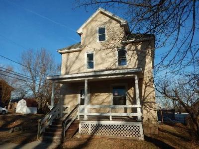 Cedar Rapids Single Family Home For Sale: 117 12th Street SW