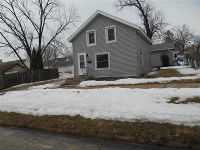 Anamosa Single Family Home For Sale: 302 W Carroll Street
