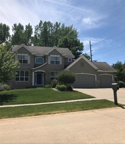 Cedar Rapids Single Family Home For Sale: 325 Teakwood Lane NE