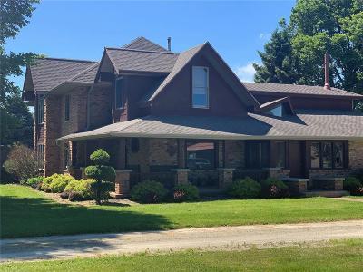 Vinton Single Family Home For Sale: 2829 61st St Lane