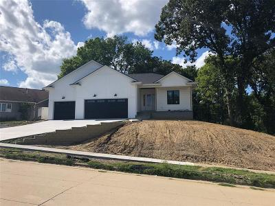 Coralville Single Family Home For Sale: 835 Mesquite Drive