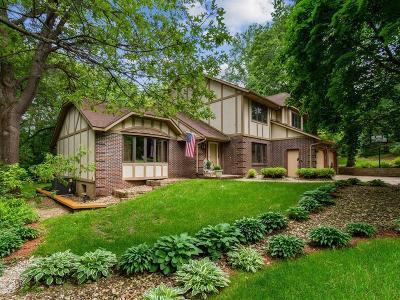 Cedar Rapids Single Family Home For Sale: 2600 Alpine Court NE