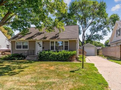Cedar Rapids Single Family Home For Sale: 827 18th Street SW