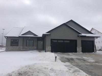 North Liberty Single Family Home For Sale: 1375 E Tartan Drive