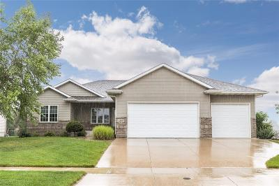 Cedar Rapids Single Family Home For Sale: 4300 Spring Meadow Place NE