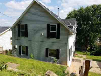 Dubuque Single Family Home For Sale: 1366 Thomas Place