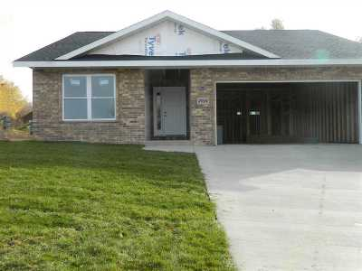 Dubuque Single Family Home For Sale: 3916 Inwood Avenue
