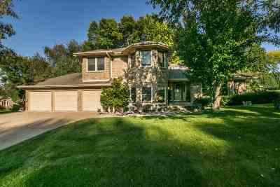 Dubuque Single Family Home For Sale: 2496 La Vista Court